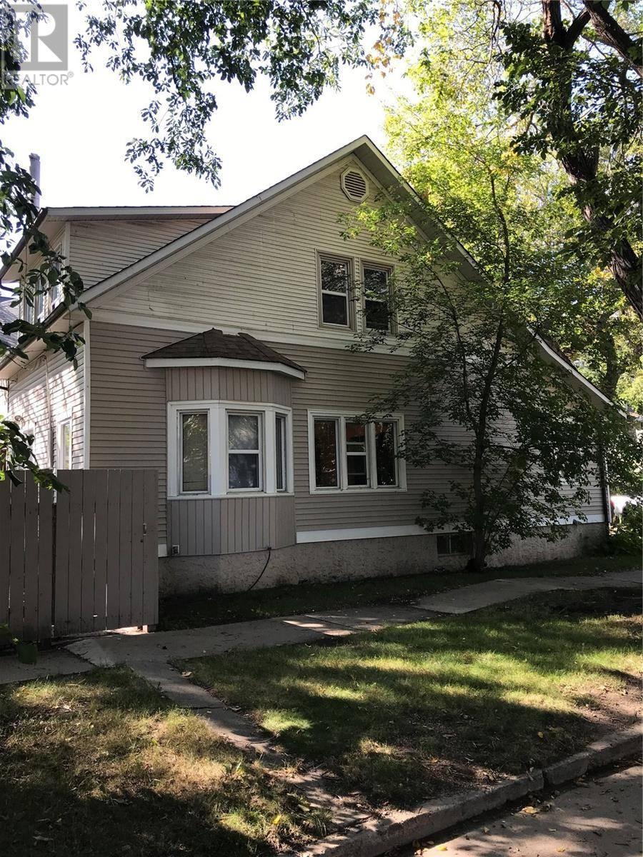 House for sale at 301 32nd St W Saskatoon Saskatchewan - MLS: SK784603