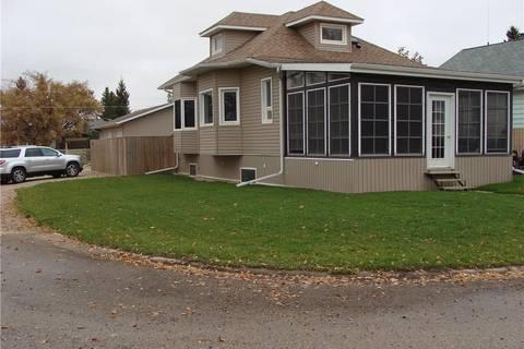 House for sale at 301 3rd Ave W Watrous Saskatchewan - MLS: SK808112
