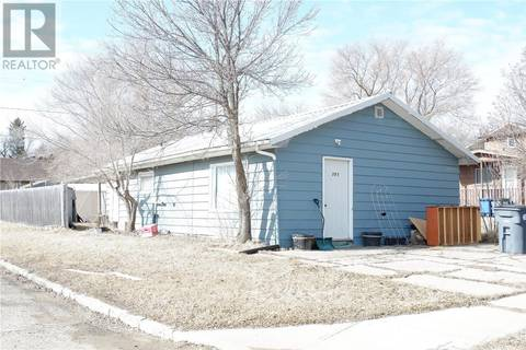 House for sale at 301 5th Ave W Assiniboia Saskatchewan - MLS: SK805051