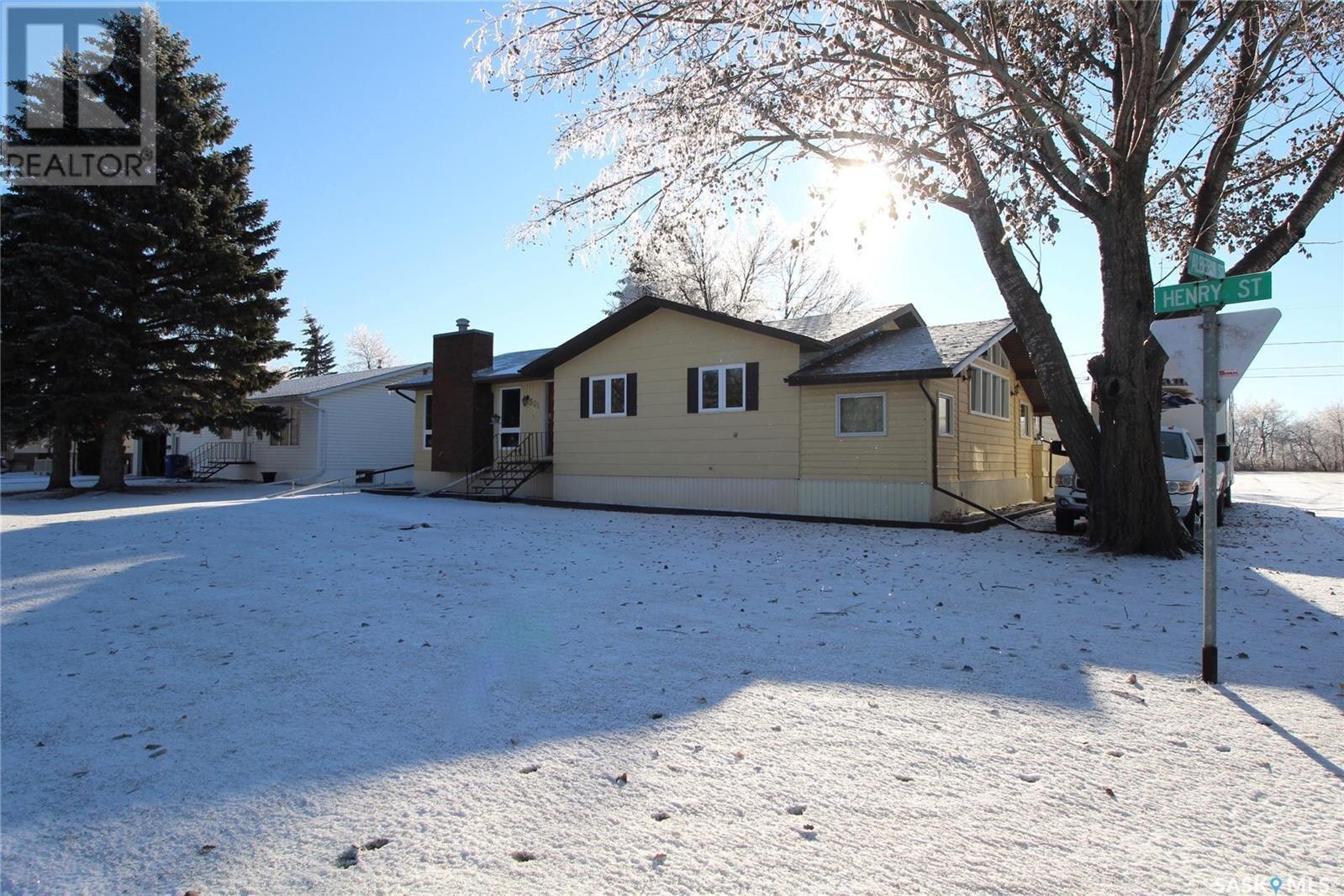 House for sale at 301 Henry St Moosomin Saskatchewan - MLS: SK833506
