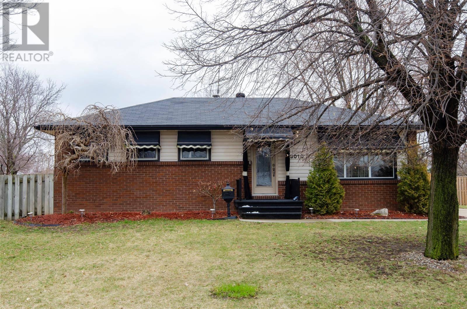 House for sale at 3010 Austen  Windsor Ontario - MLS: 20003642