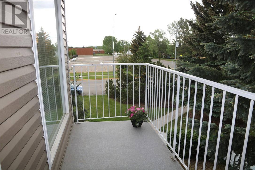 Condo for sale at 5414 53 St Unit 302 Lacombe Alberta - MLS: ca0154231