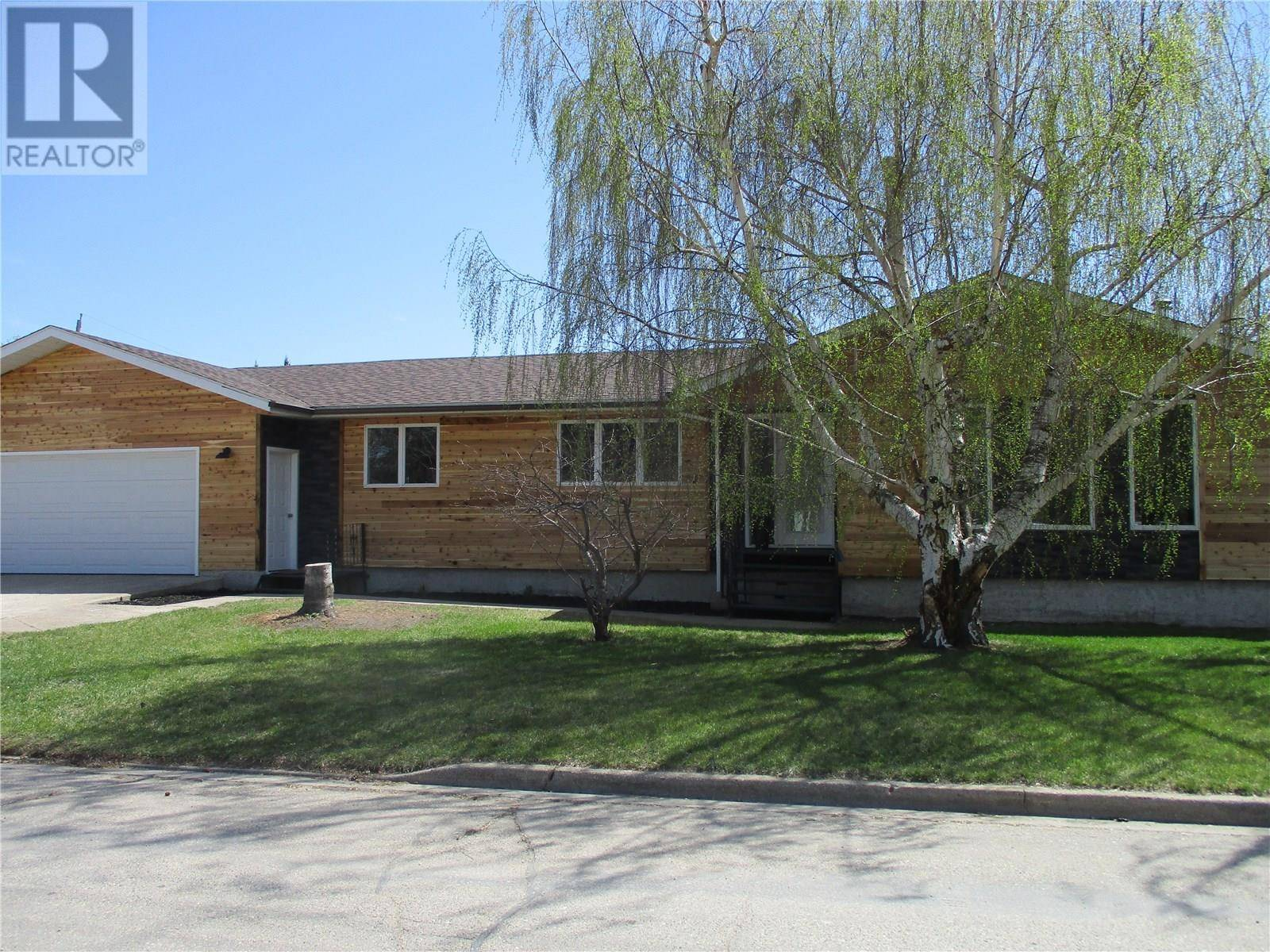 House for sale at 302 5th Ave E Melville Saskatchewan - MLS: SK771810