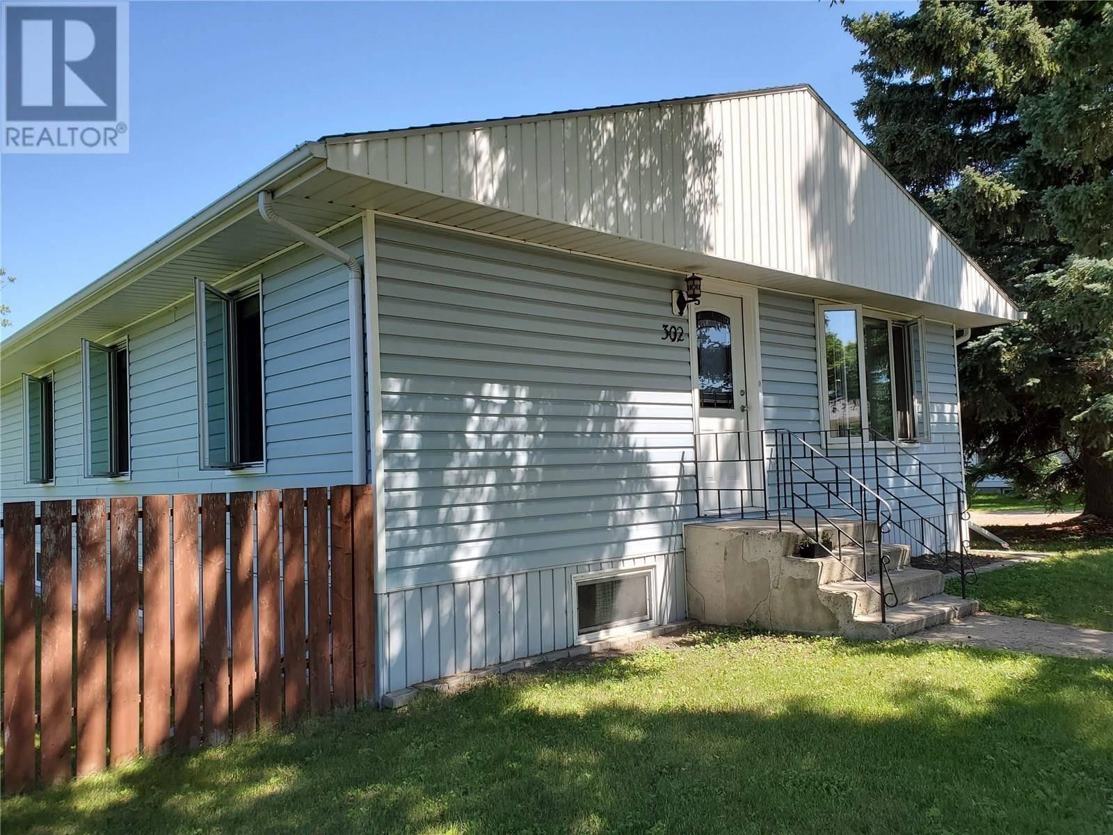 House for sale at 302 5th Ave W Watrous Saskatchewan - MLS: SK766452