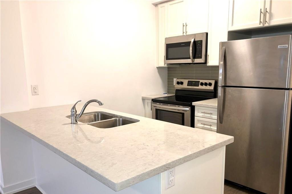 Apartment for rent at 81 Robinson St Unit 302 Hamilton Ontario - MLS: H4091743
