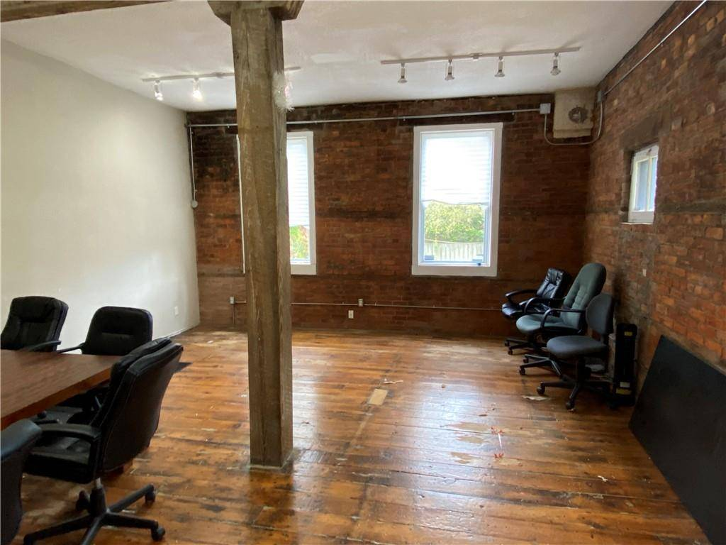 Commercial property for lease at 302 Cumberland Ave Hamilton Ontario - MLS: H4070761