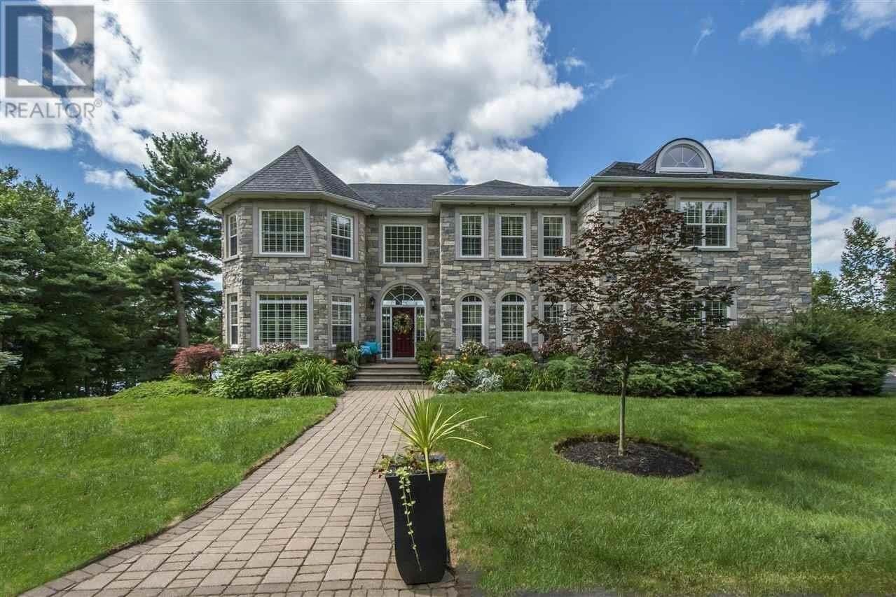 House for sale at 302 Piggott Ave Fall River Nova Scotia - MLS: 202015214