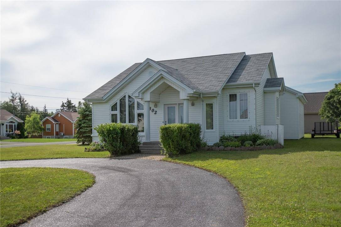 House for sale at 302 Savoie  Ouest Caraquet New Brunswick - MLS: NB025518