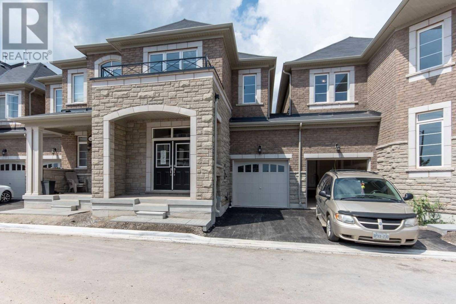 Townhouse for sale at 3021 Rivertrail Common  Oakville Ontario - MLS: W4554403