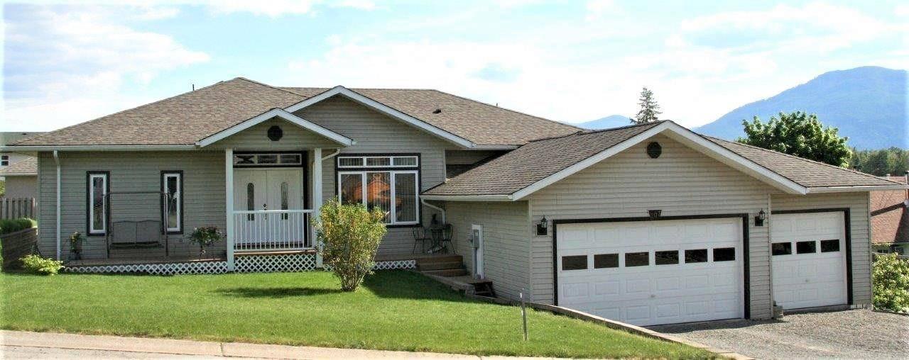 House for sale at 303 Cedar St Creston British Columbia - MLS: 2435114