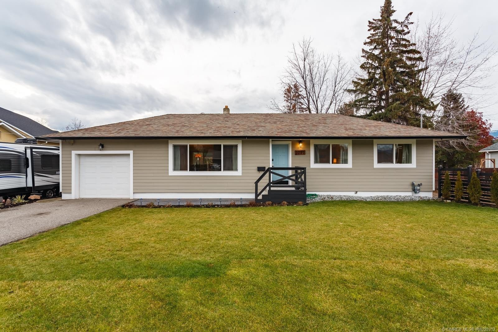 House for sale at 3030 Holland Rd Kelowna British Columbia - MLS: 10220212
