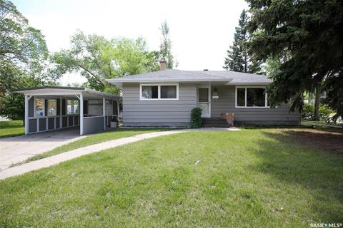 House for sale at 3035 25th Ave Regina Saskatchewan - MLS: SK789527