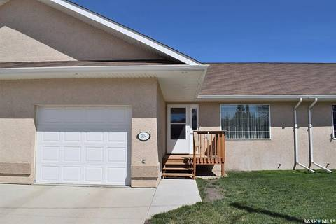 Townhouse for sale at 304 1st St S Wakaw Saskatchewan - MLS: SK804272