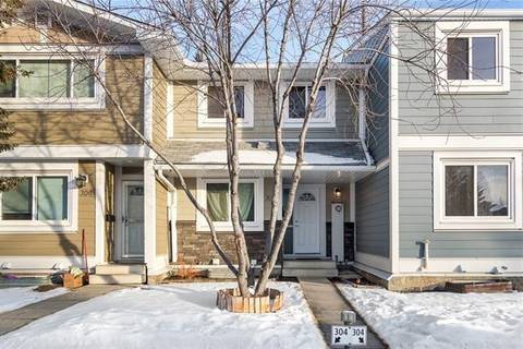 Townhouse for sale at 304 Georgian Villa(s) Northeast Unit 304 Calgary Alberta - MLS: C4282202