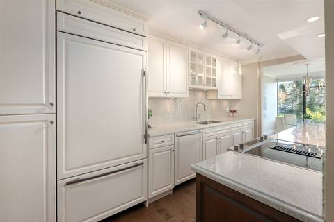 Condo for sale at 1480 Duchess Ave Unit 305 West Vancouver British Columbia - MLS: R2385755