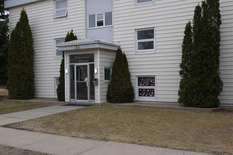 Buliding: 738 5th Street North East, Weyburn, SK