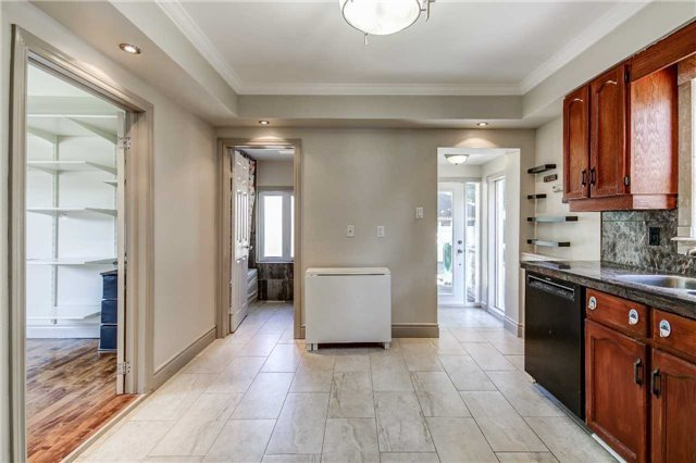 For Sale: 3055 Kirwin Avenue, Mississauga, ON | 3 Bed, 3 Bath House for $888,000. See 20 photos!