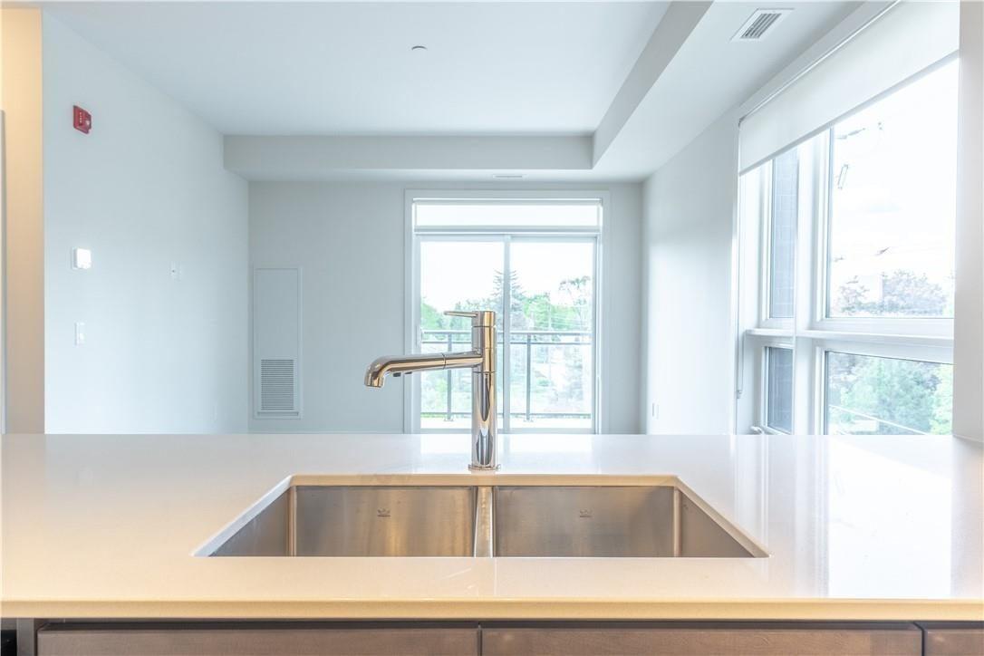 Apartment for rent at 320 Plains Rd E Unit 306 Burlington Ontario - MLS: H4079149