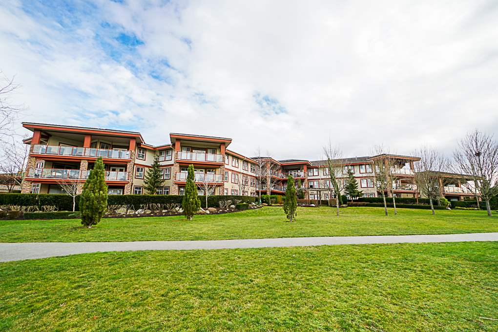 Buliding: 3355 Rosemary Heights Drive, Surrey, BC