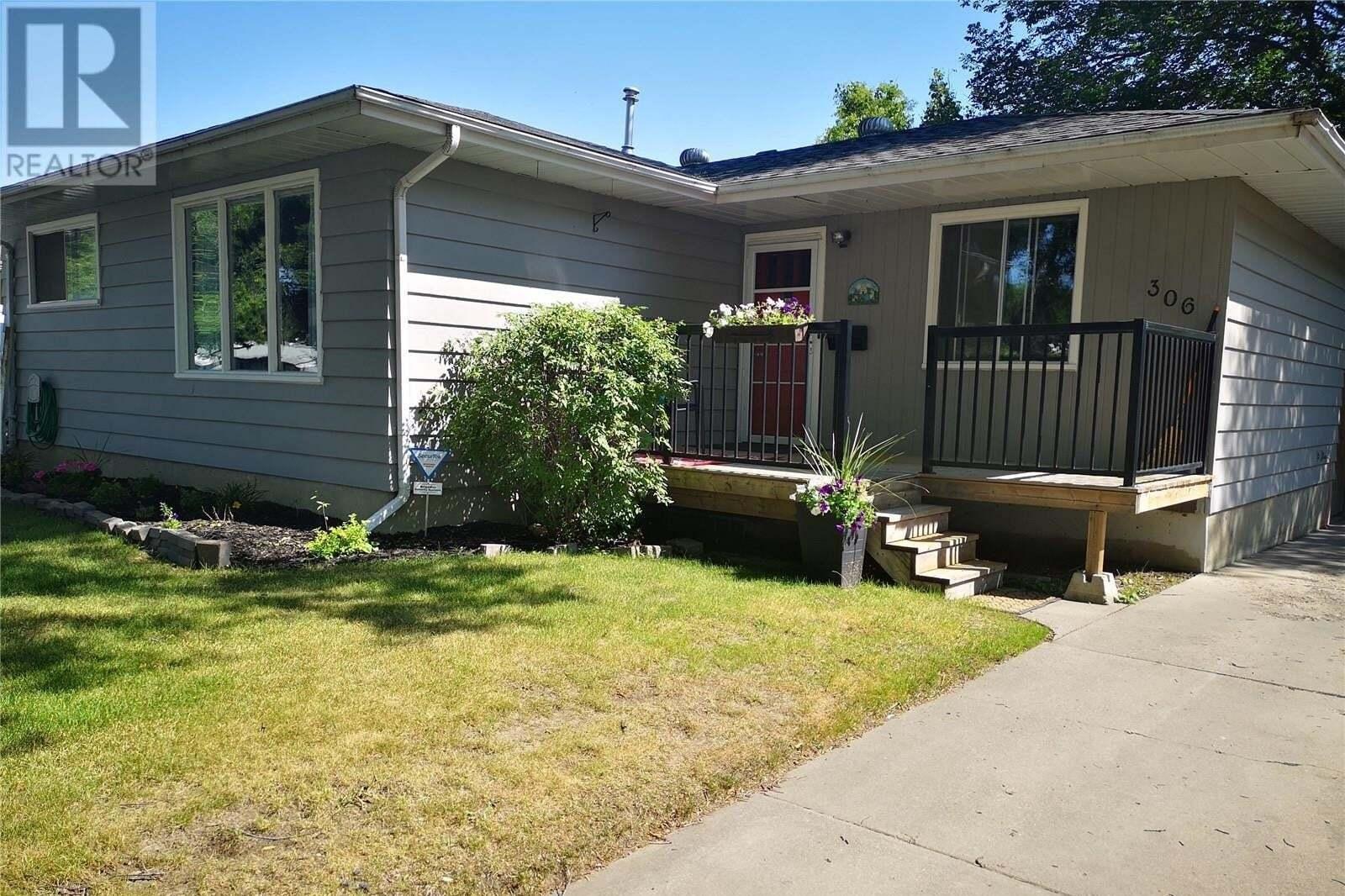 House for sale at 306 Witney Ave N Saskatoon Saskatchewan - MLS: SK821733