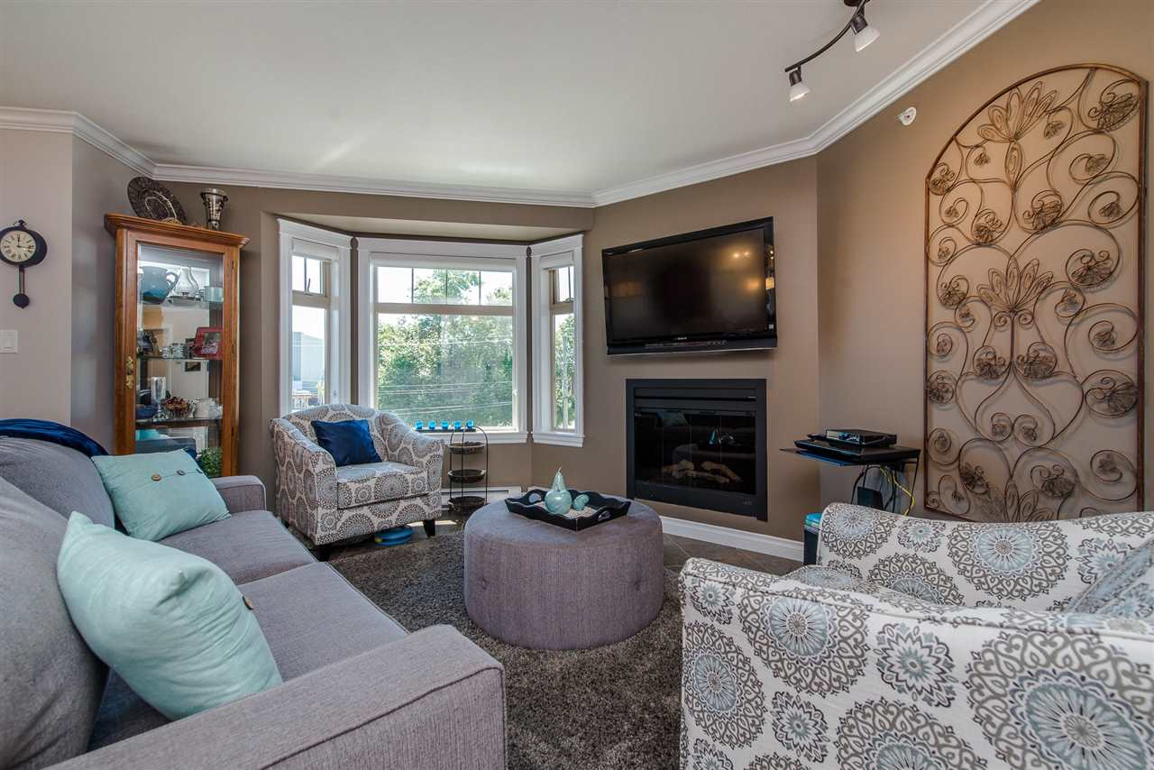 For Sale: 307 - 45535 Spadina Avenue, Chilliwack, BC | 2 Bed, 2 Bath Condo for $339,900. See 20 photos!