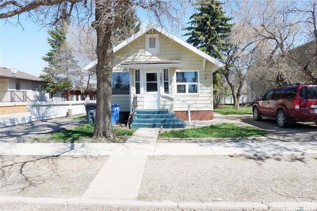 House for sale at 307 6th Ave E Assiniboia Saskatchewan - MLS: SK790726