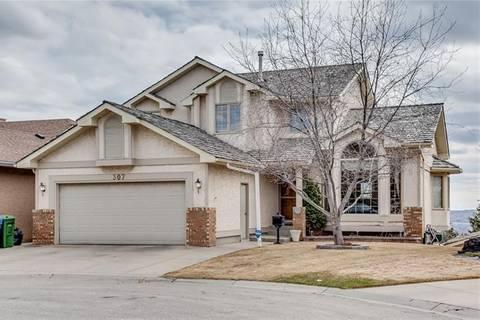 House for sale at 307 Hawkdale By Northwest Calgary Alberta - MLS: C4241925