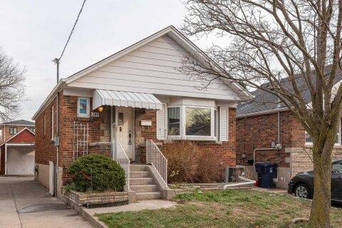 House for sale at 307 Linsmore Cres Toronto Ontario - MLS: E5056300