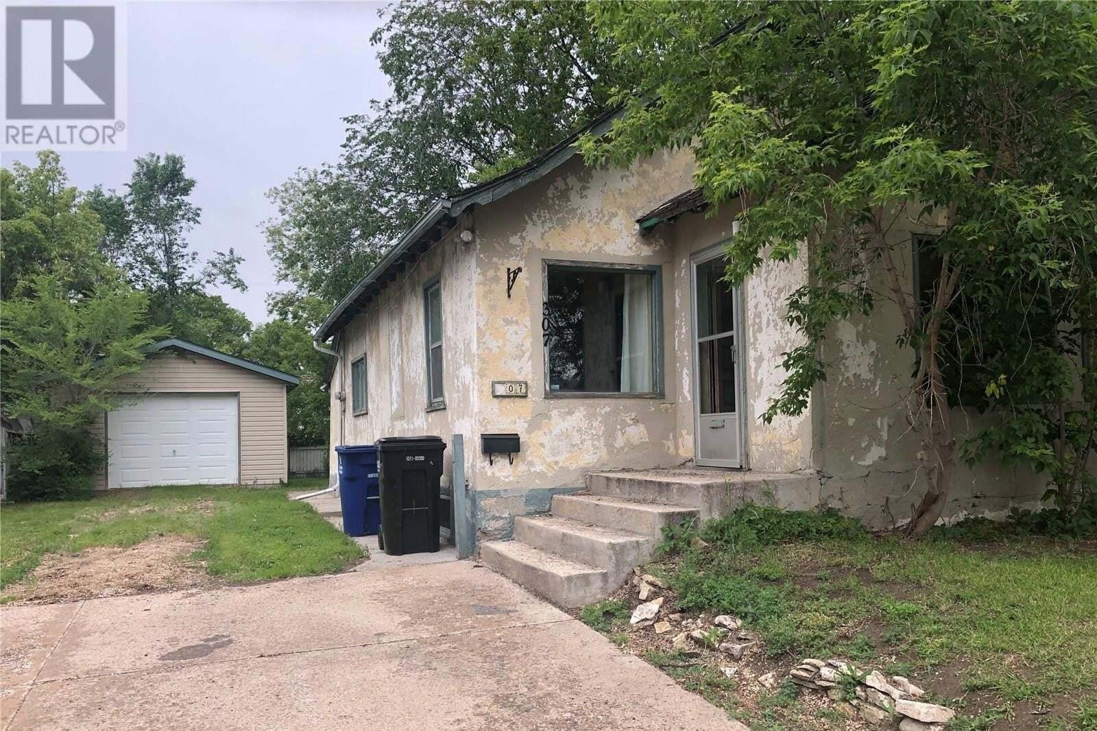 House for sale at 307 Y Ave S Saskatoon Saskatchewan - MLS: SK814317