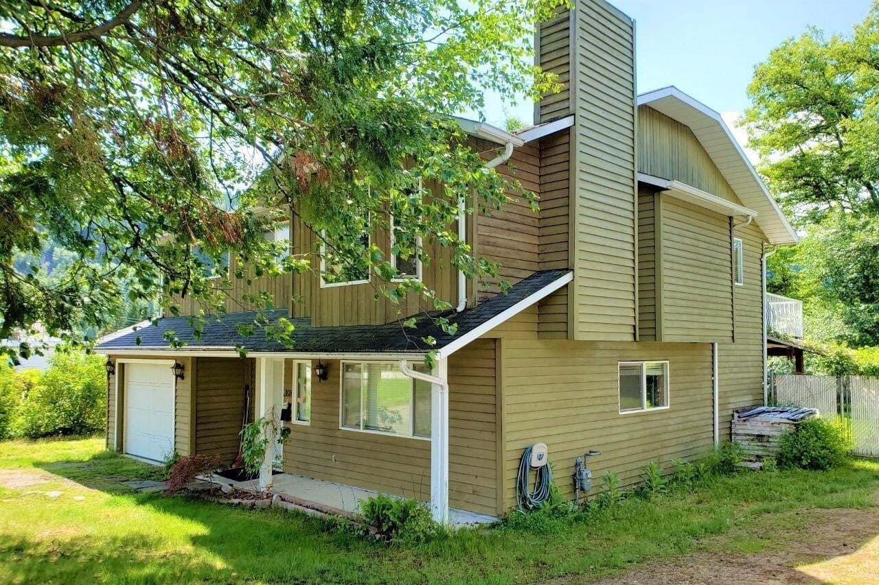 House for sale at 308 103rd Street  Castlegar British Columbia - MLS: 2452272