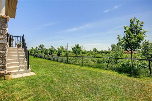 For Sale: 3088 Hibiscus Gardens, Oakville, ON | 4 Bed, 3 Bath House for $990,000. See 20 photos!