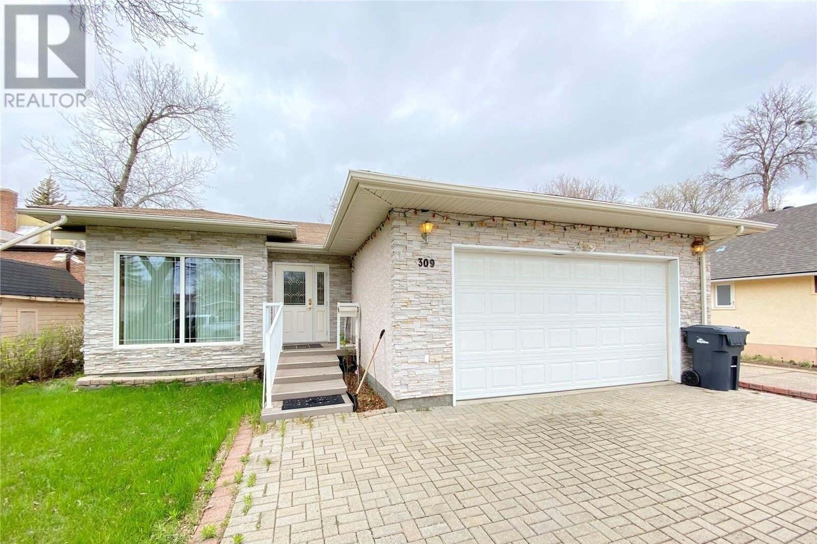 House for sale at 309 4th St NE Weyburn Saskatchewan - MLS: SK808570