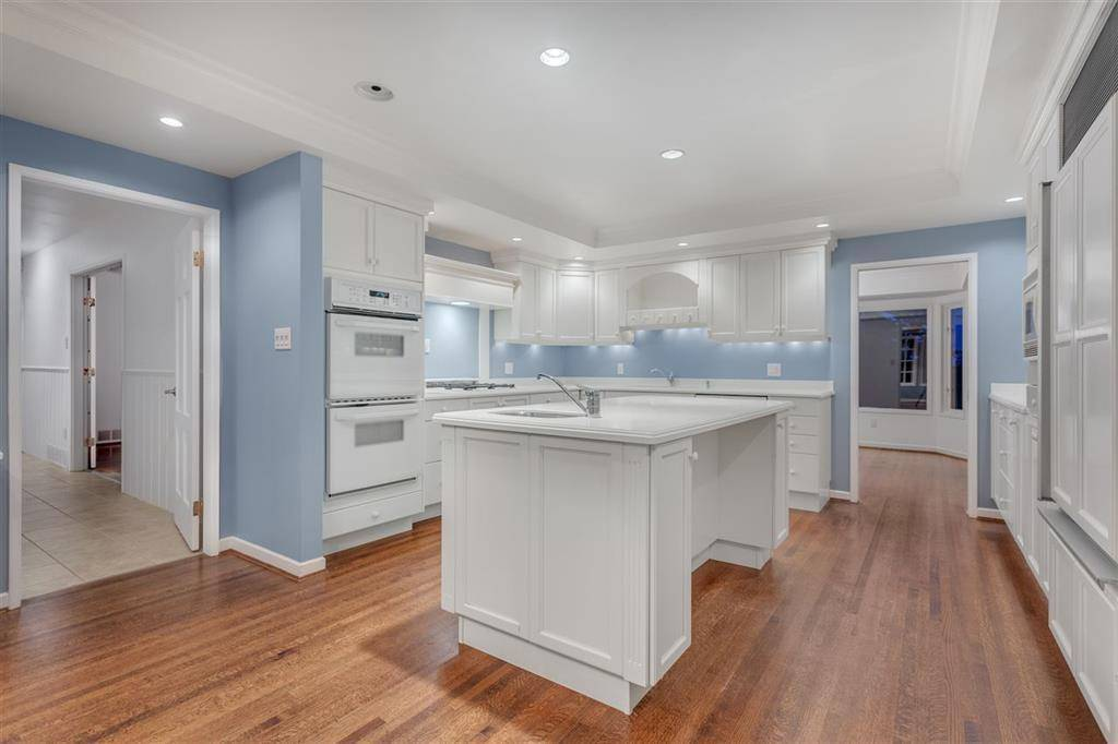 30 Spencer Drive, West Vancouver | Image 1