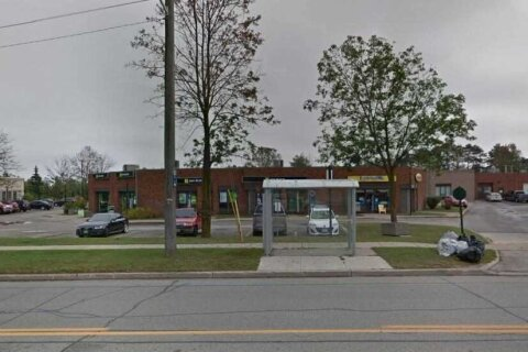 Commercial property for lease at 35 Cedar Pointe Dr Apartment 31 Barrie Ontario - MLS: S5066936