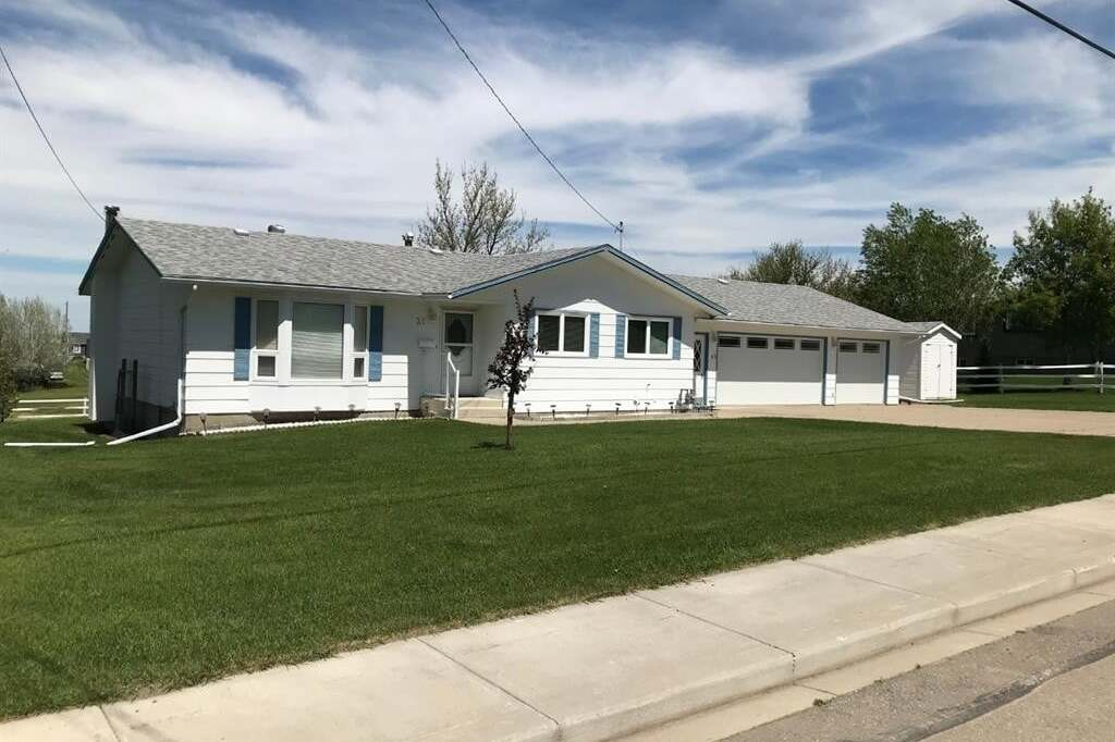 House for sale at 31 8 Avenue Ave East Cardston Alberta - MLS: A1002980