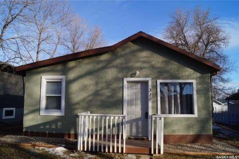 House for sale at 310 4th Ave E Rosetown Saskatchewan - MLS: SK803228