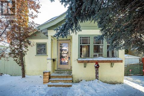 House for sale at 310 8th St E Saskatoon Saskatchewan - MLS: SK797035