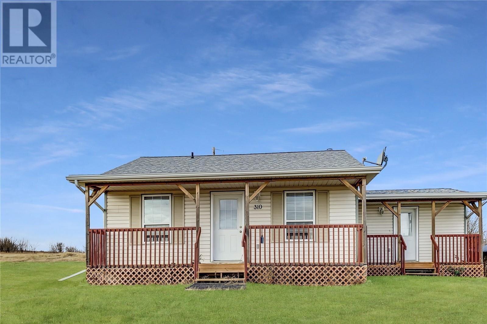 Residential property for sale at 310 Richard St Manitou Beach Saskatchewan - MLS: SK818743