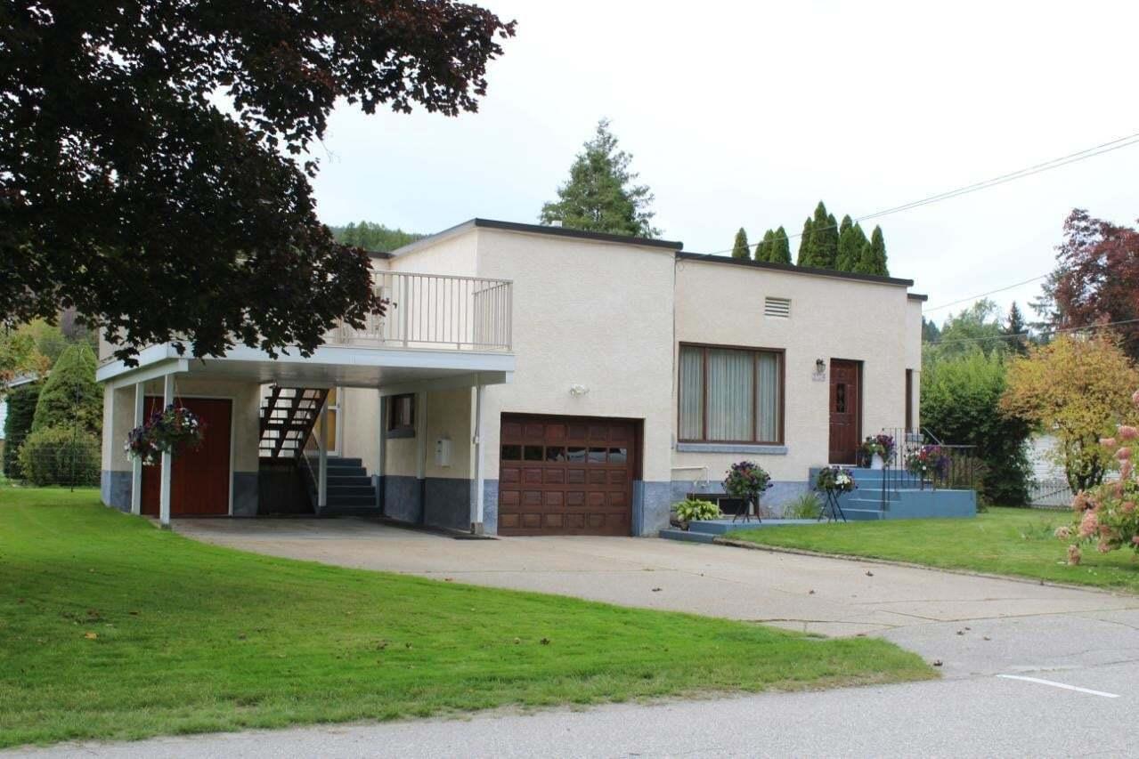 House for sale at 3104 4th Avenue  Castlegar British Columbia - MLS: 2452894