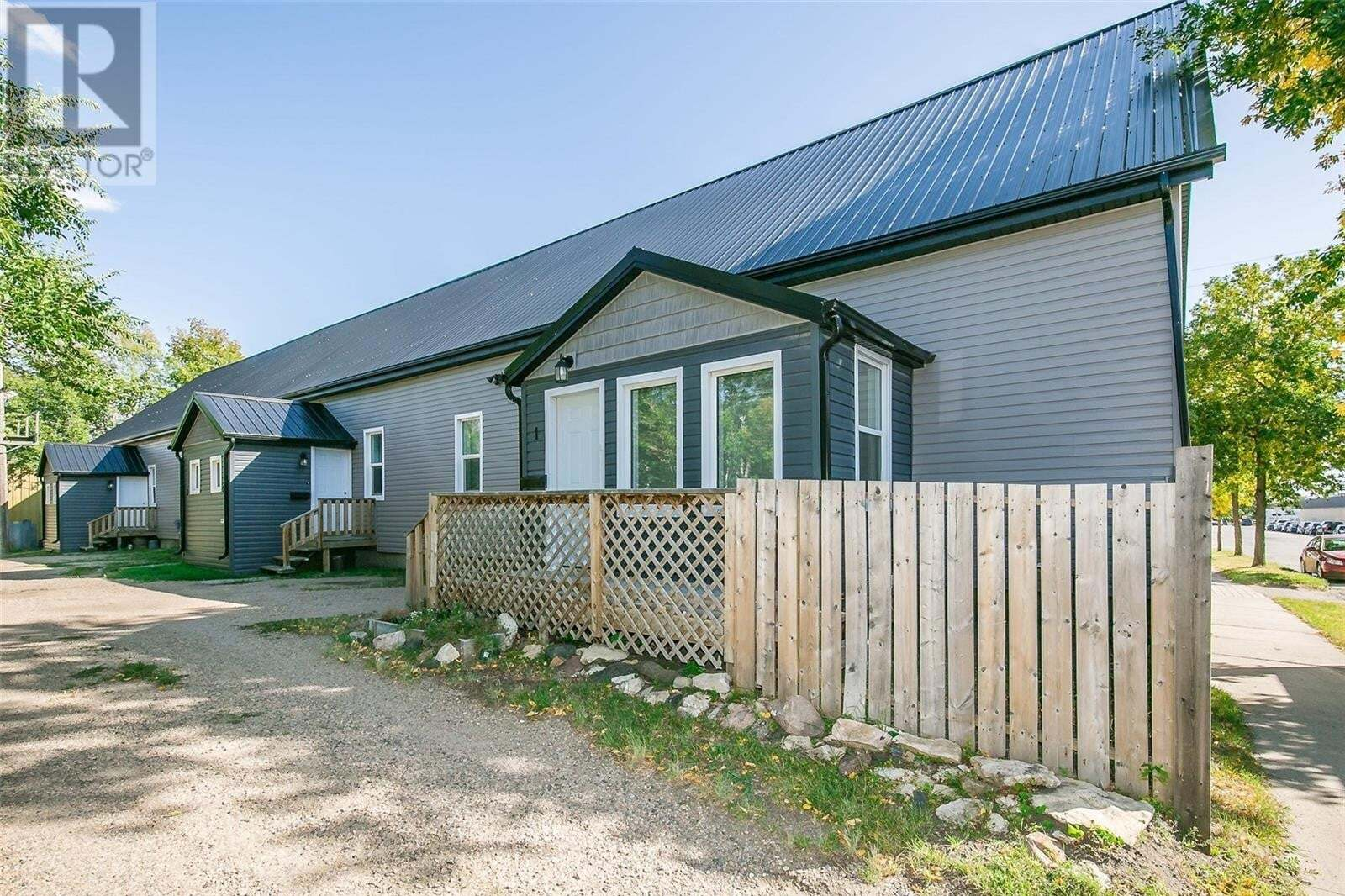 Townhouse for sale at 312 C Ave N Saskatoon Saskatchewan - MLS: SK826656