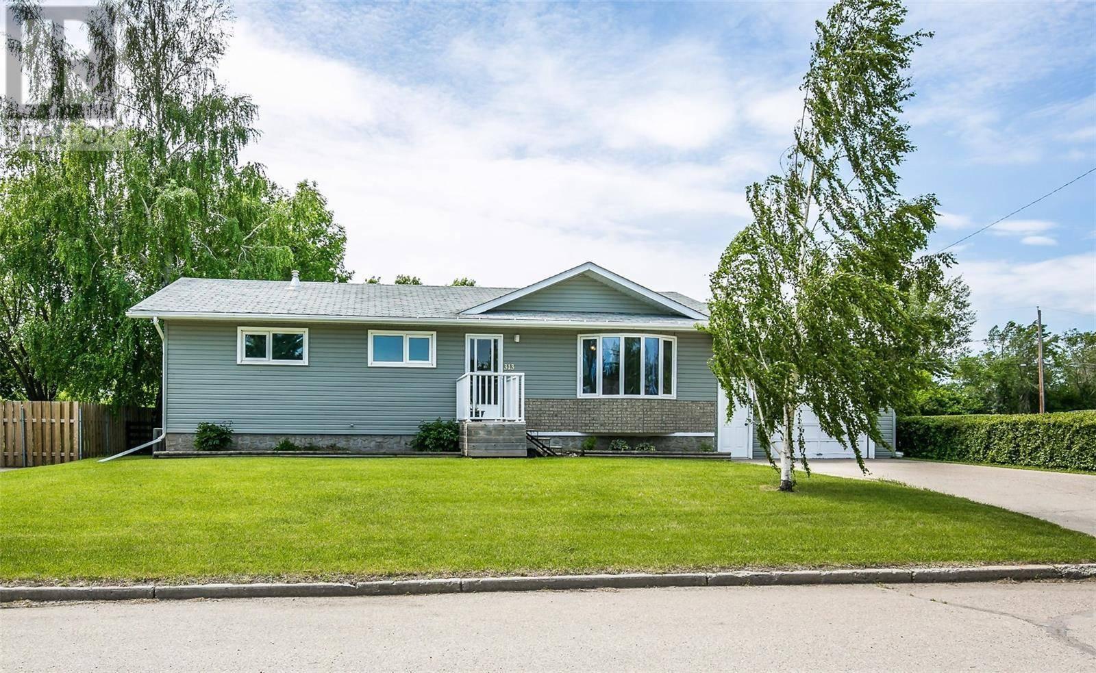 House for sale at 313 7th Ave W Watrous Saskatchewan - MLS: SK765954