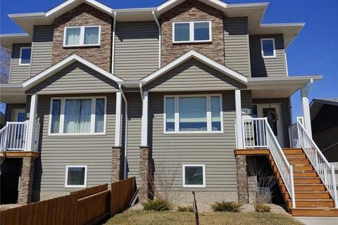 Townhouse for sale at 313 Hill Ave Weyburn Saskatchewan - MLS: SK800473
