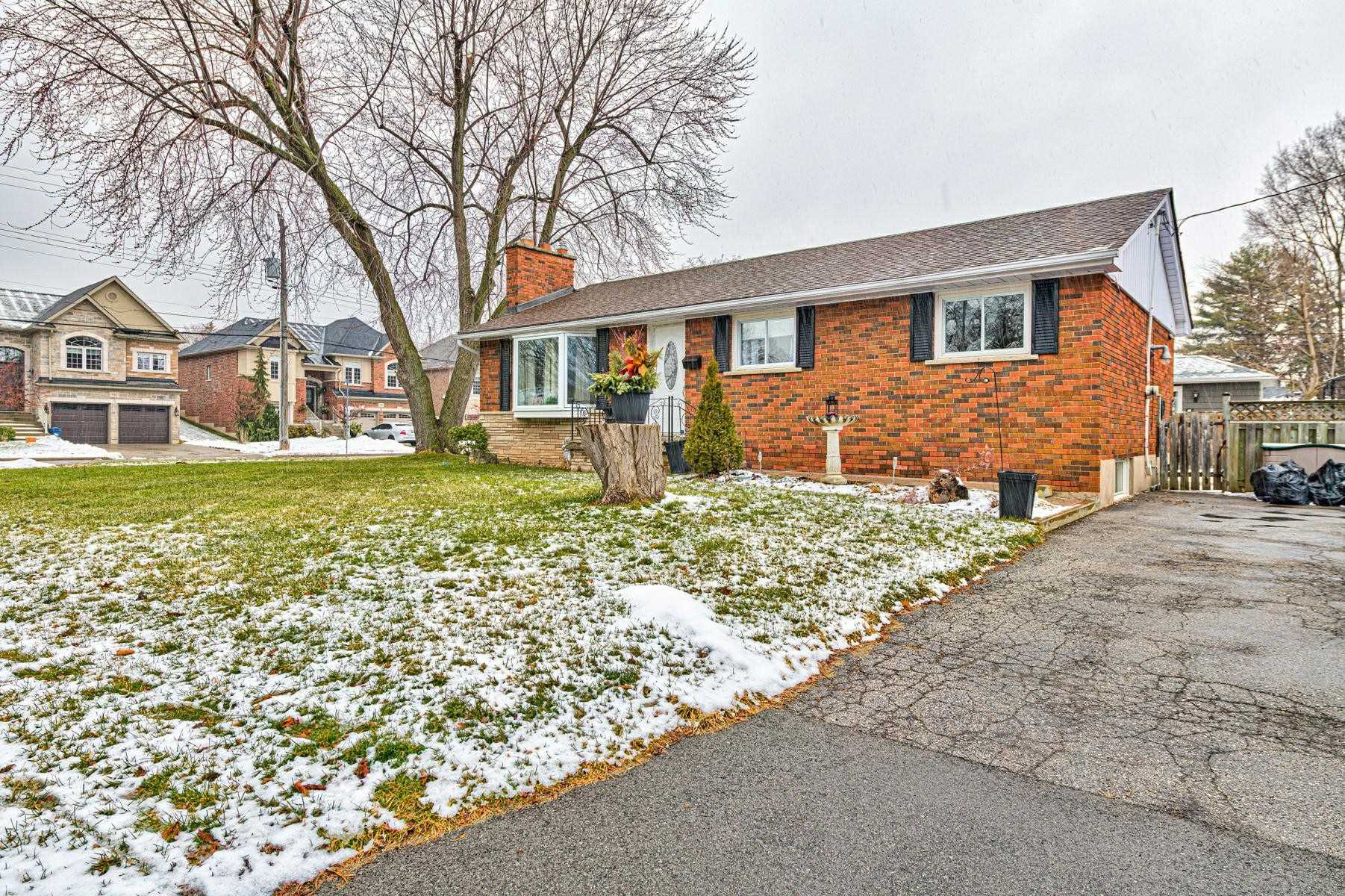 For Sale: 3169 Willow Lane, Burlington, ON | 3 Bed, 2 Bath House for $749900.00. See 20 photos!