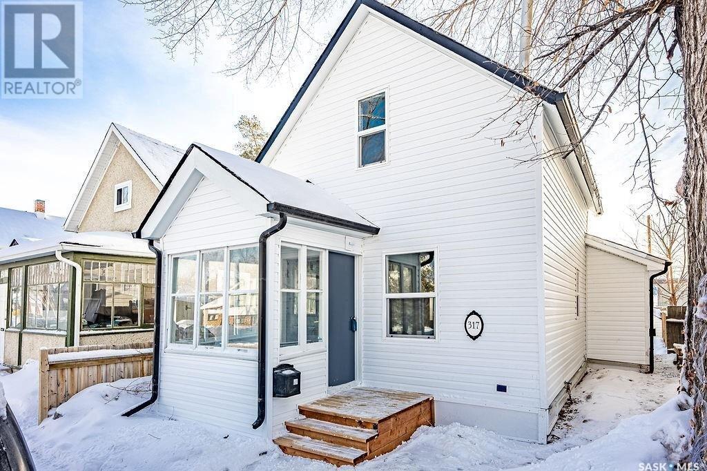 House for sale at 317 25th St W Saskatoon Saskatchewan - MLS: SK839547