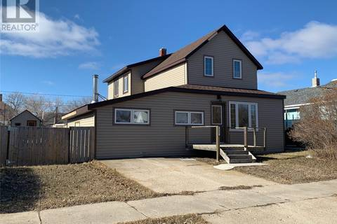 House for sale at 317 4th Ave W Melville Saskatchewan - MLS: SK805315