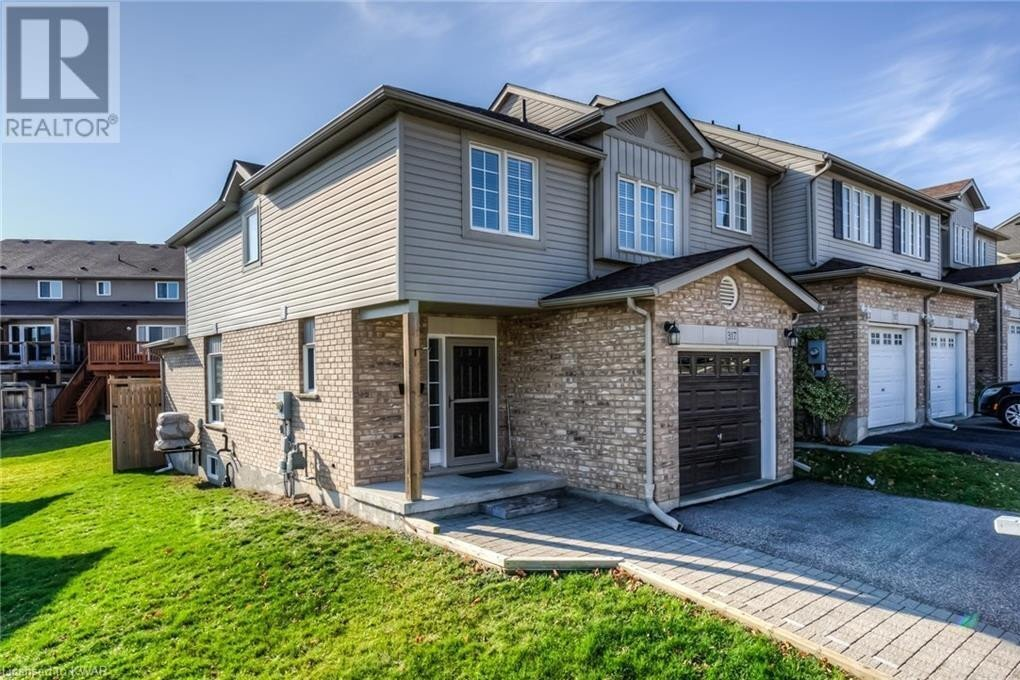 Townhouse for sale at 317 Briarmeadow Dr Kitchener Ontario - MLS: 40045885