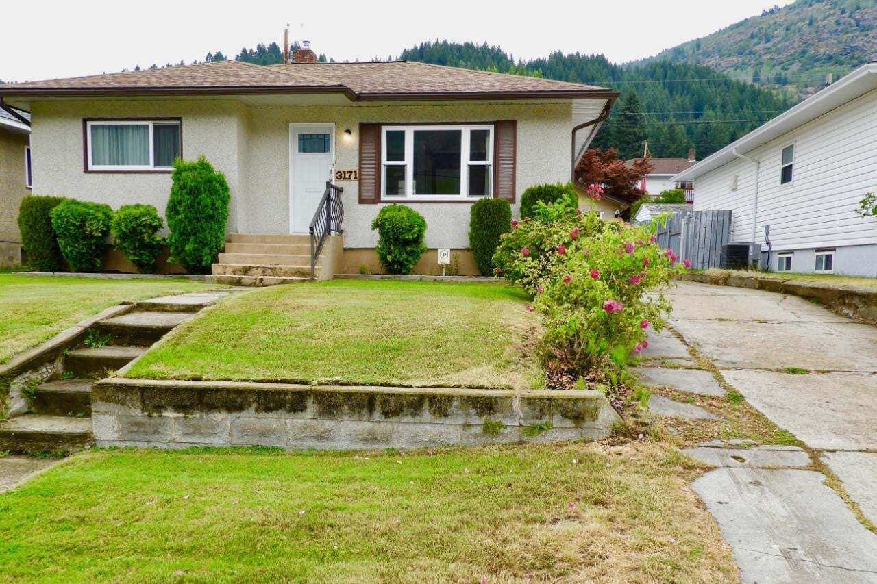 House for sale at 3171 Highway Dr Trail British Columbia - MLS: 2453696