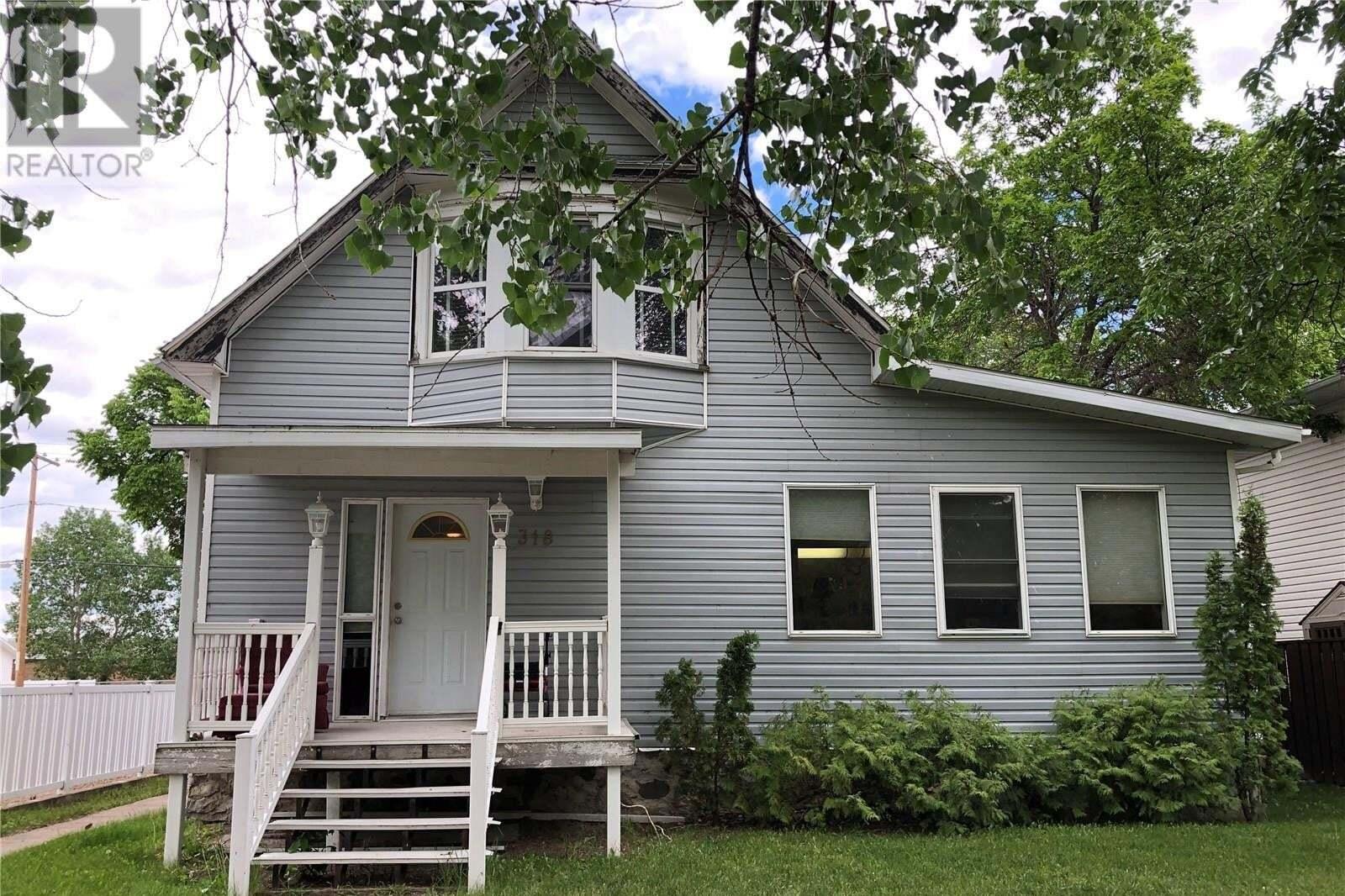 House for sale at 318 Marsh St Maple Creek Saskatchewan - MLS: SK821173