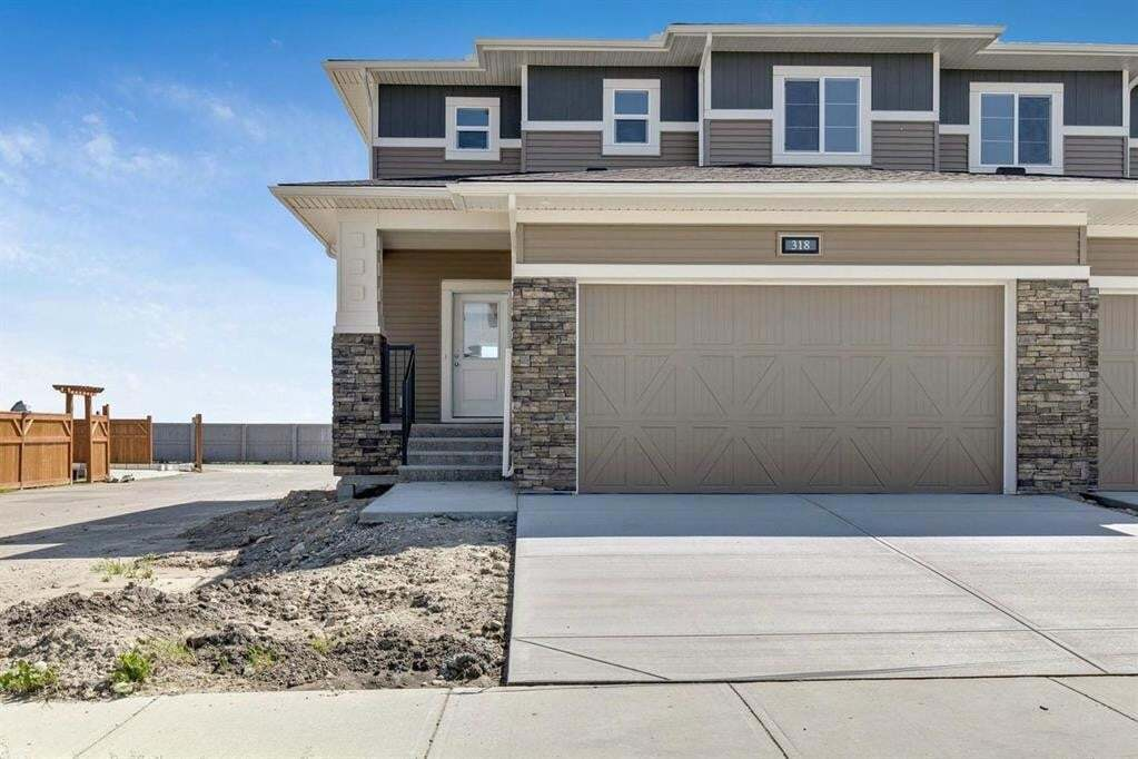 Townhouse for sale at 318 Ravensmoor Li Southeast Airdrie Alberta - MLS: A1010018