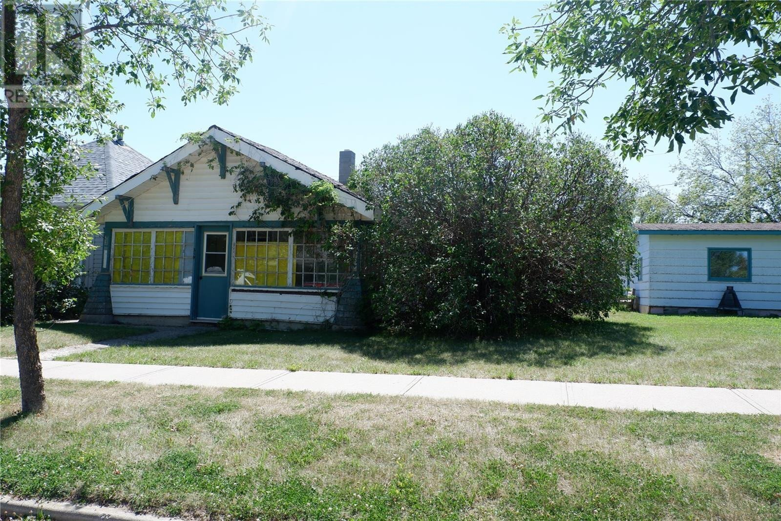 House for sale at 319 5th Ave W Assiniboia Saskatchewan - MLS: SK819764
